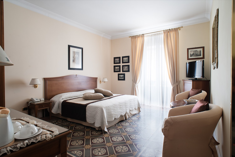 MME 0987 - Hotel Akropolis