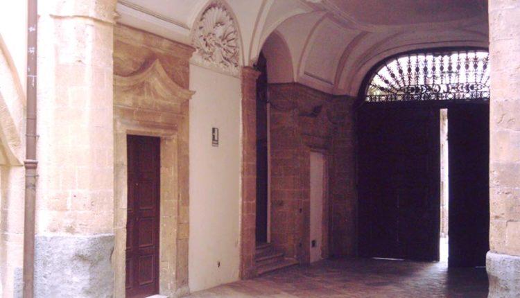 palazzo galeota 1 750x430 1 - Hotel Akropolis