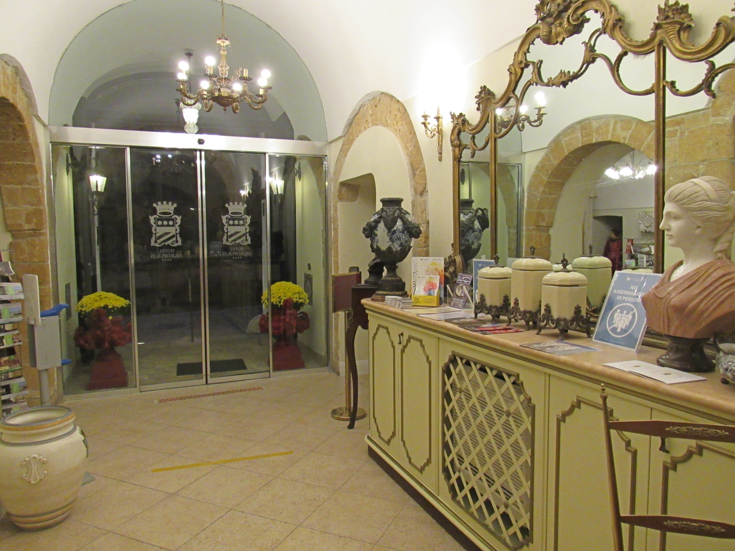 Hall scaled - Hotel Akropolis